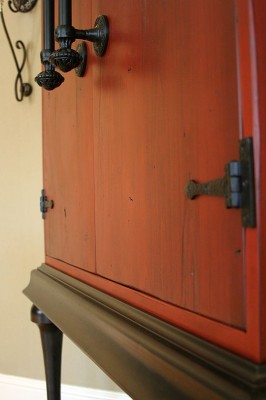 Armoire Close-Up